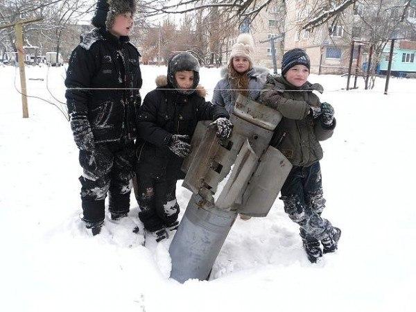 Αυτή είναι η καθημερινότητα των παιδιών στο Ντονμπάς, εκεί πάνε τα δάνεια που δίνονται στην ουκρανική κυβέρνηση.